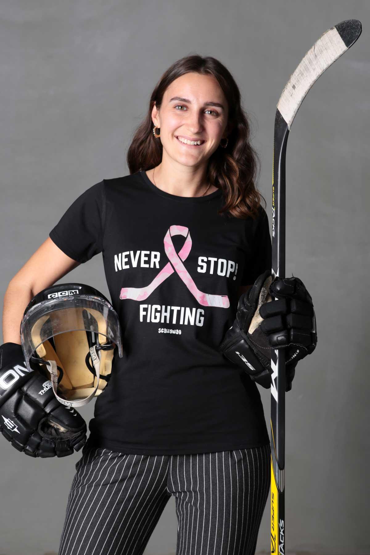 Brustkrebs Deutschland e.V. & SCALLYWAG® - T-Shirt aus der NEVER STOP FIGHTING COLLECTION
