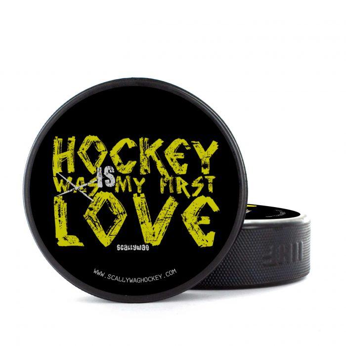 Eishockey Puck von SCALLYWAG® Modell FIRST LOVE.