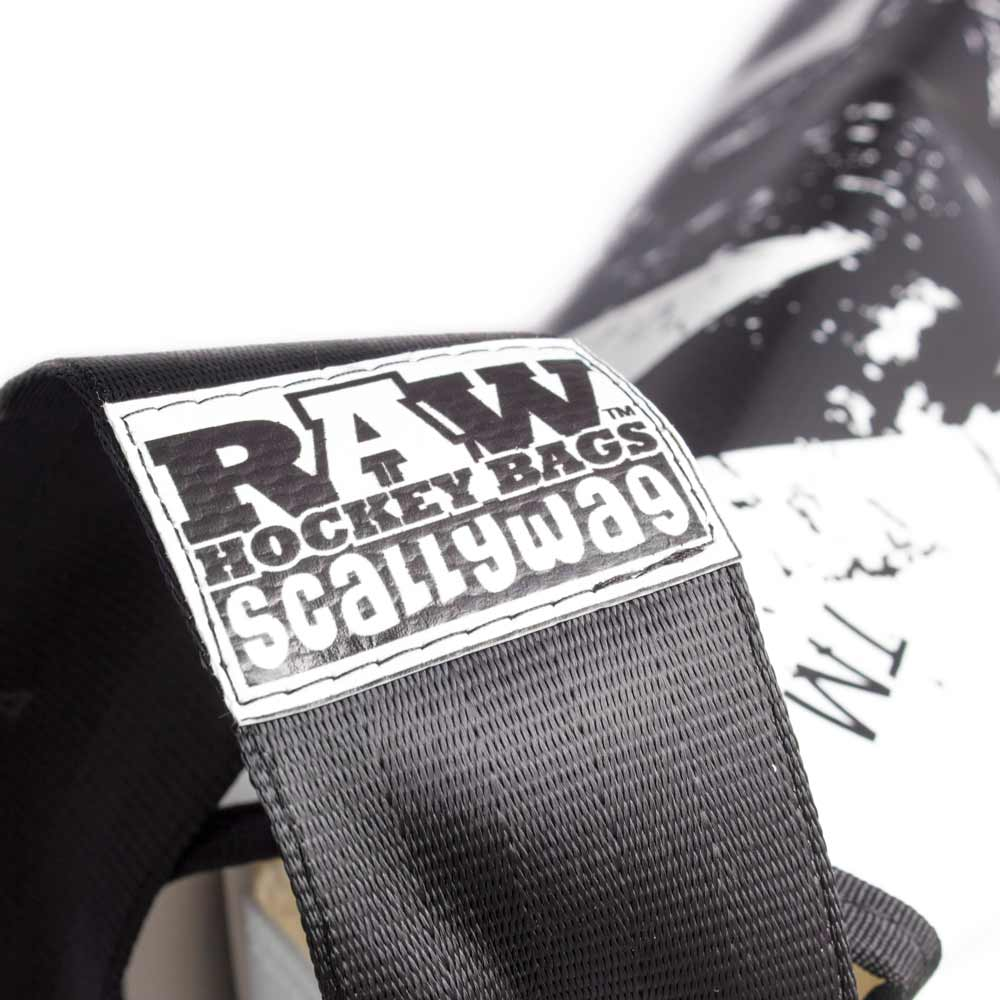 Eishockey Messenger Bag von SCALLYWG® Modell RAW HOCKEY. Ansicht Schulterriemen.