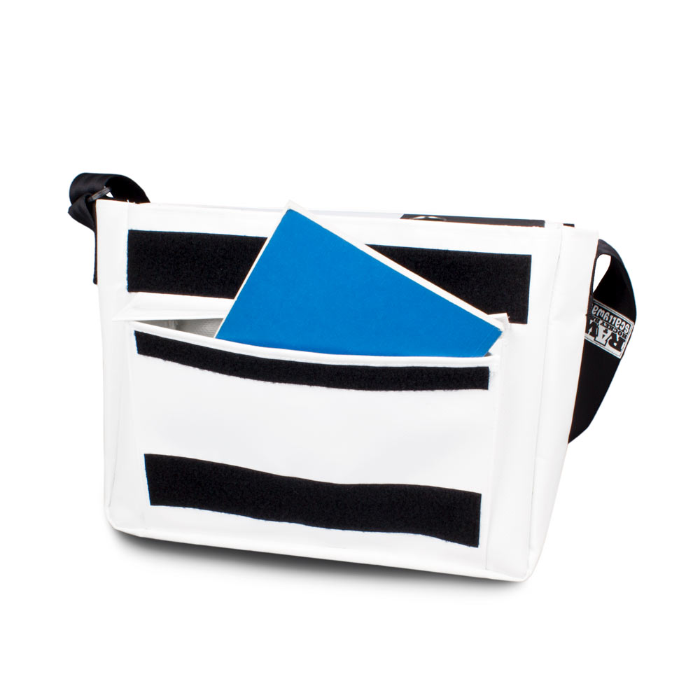 Eishockey Messenger Bag von SCALLYWAG® Modell RAW HOCKEY Innenansicht vorne.