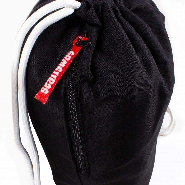 Scallywag® Eishockey Gymsack schwarz, Ansicht Reissverschluss.