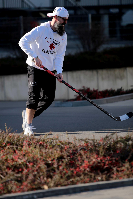 SCALLYWAG® Eishockey Hoodie Give Blood Play Hockey