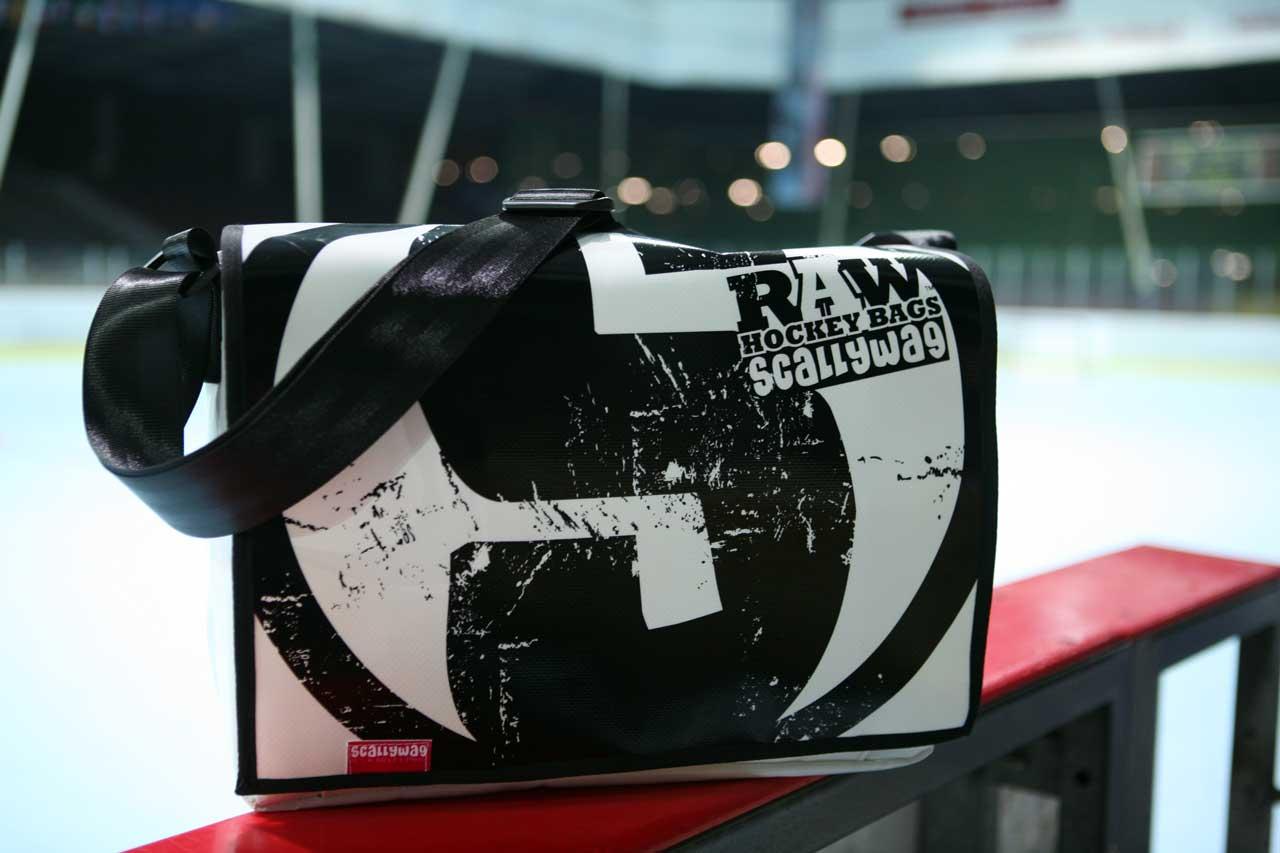 Messenger Bag von SCALLYWAG® Modell RAW HOCKEY.